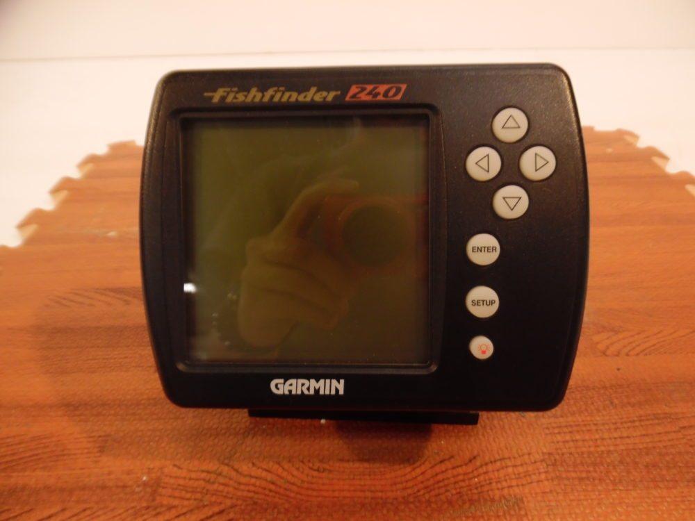 Garmin 240 fishfinder with bracket knobs power data for Garmin fish finder