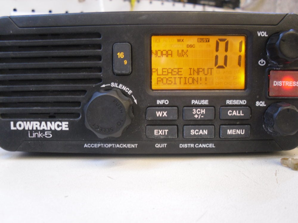 lowrance link 5 vhf marine radio transceiver w mic good. Black Bedroom Furniture Sets. Home Design Ideas