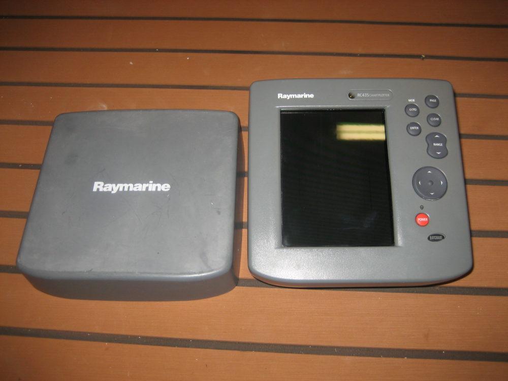 Raymarine RC435 E32040 Chartplotter Head Unit - Great Used Condition