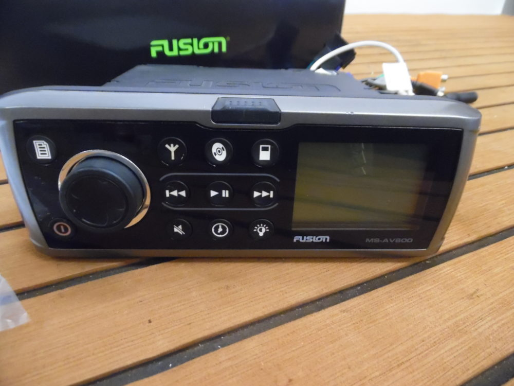 Fusion Ms Aux  Am  Fm  Cd  Sat Radio Marine Stereo