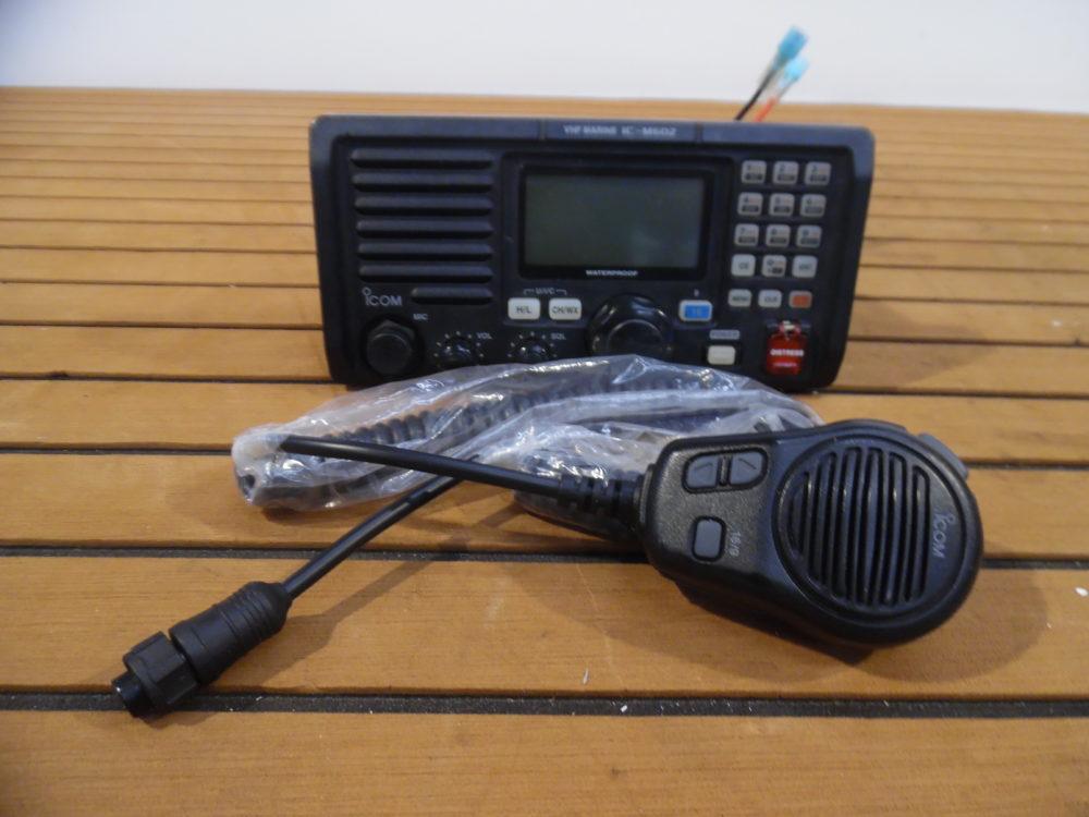 Icom IC-M602 Marine VHF Radio Transceiver w/ Microphone - Tested