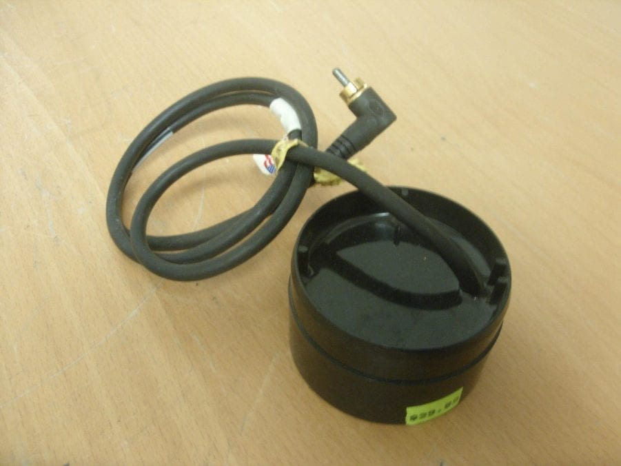 AIRMAR TRANSDUCER w/ RCA PHONO PLUG - In-Hull Epoxy-in Style - 200khz PUCK  STYLE